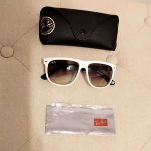Ray-Ban Black & White Sunglasses Unisex RB4147